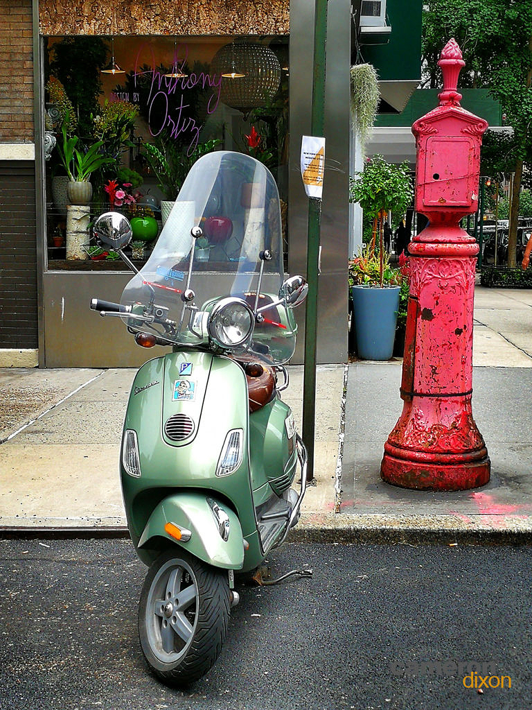 2017-06 - New York Vespa on Park Ave. by Cameron Dixon